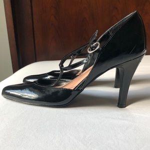Patent leather t strap Fioni pumps